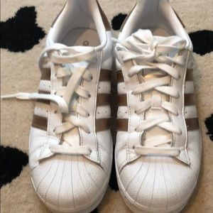 Adidas superstar sneakers w/gold stripes size 7.5